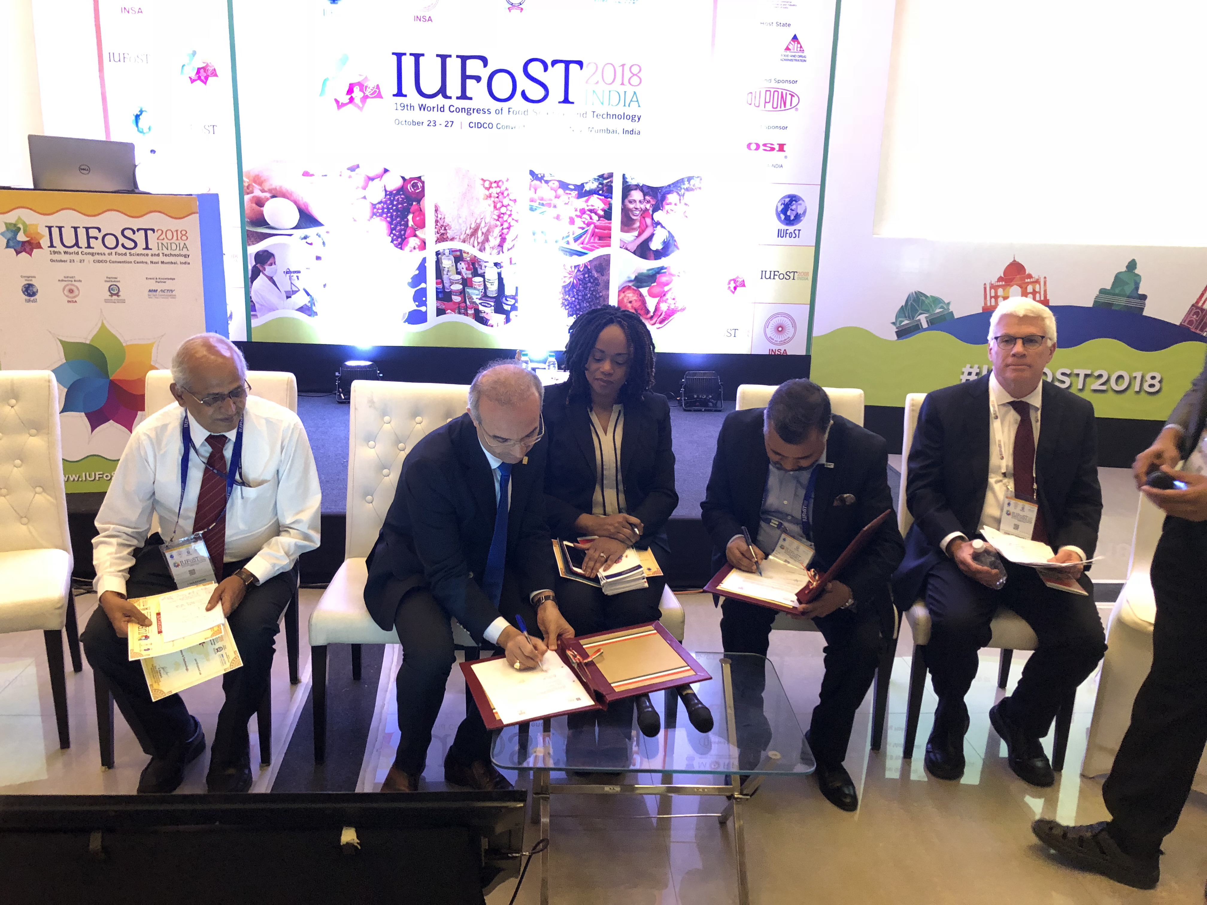 Signing of a Memorandum of Intent between the Food Safety